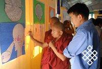 Тибетские монахи провели первую в истории научную выставку