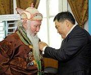 Награждение Дармы Балжиняма в Туве
