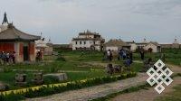 В Хархорине у монастыря Эрдени-Дзу