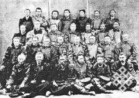 Тойоны Якутского округа, делегированные в г. Якутск для встречи с иркутским генерал-губернатором, генерал-лейтенантом Александром Дмитриевичем Горемыкиным во время его поездки по Якутской области в 1890 г.