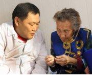 Глава Тувы поздравил с днем рождения Веру Байлак