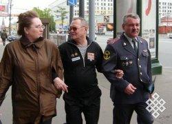 Валентин Тока с дочерью и зятем в Москве. 9 мая 2004 г.