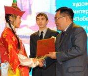 Талантливой молодежи Тувы вручены гранты главы республики