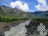 Неистовая Катунь. Одно из самых узких и глубоких мест в среднем течении реки летом. Ее стремительность околдовывает!