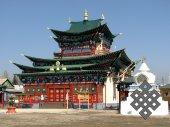 В Иволгинском дацане. Новое здание в буддийском монастыре-университете в Бурятии, как и другие, привлекает своеобразием архитектурного стиля и цветовой палитры.