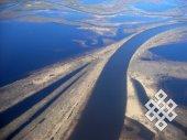 Эх, дороги? Когда выглянул в иллюминатор самолета и увидел этот пейзаж, не сразу понял, что это не дорога, а разлившаяся вода и песчаные берега в низовьях Оби.