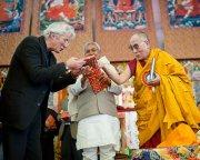 Далай-лама и Ричард Гир презентовали новую книгу духовного лидера «За пределами религий»
