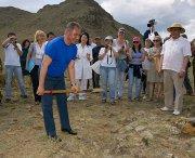 Сергей Шойгу предложил СМИ сделать реалити-шоу из археологической экспедиции