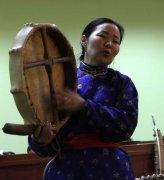 Чодураа Тумат читает лекции о тувинском фолк-искусстве