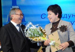 В Туве состоялась торжественная церемония вручения наград и грантов лучшим работникам образования