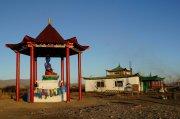 В столице Тувы установили субурган со статуей Будды медицины