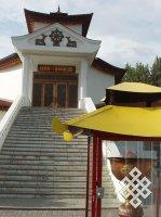 В Туве в честь праздника Чула буддисты зажигают тысячи лампадок