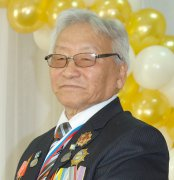 В Кызылском колледже экономики и права открылась выставка работ Дозур-оола Тинмея