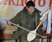 Во всемирно известном российском ансамбле им. Александрова звучит тувинский инструмент