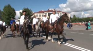 В Кызыле состоялась церемония возложения венков к памятнику Буяна-Бадыргы – основателю тувинской государственности