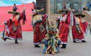 В Туве встретили год Красного Огненного Петуха